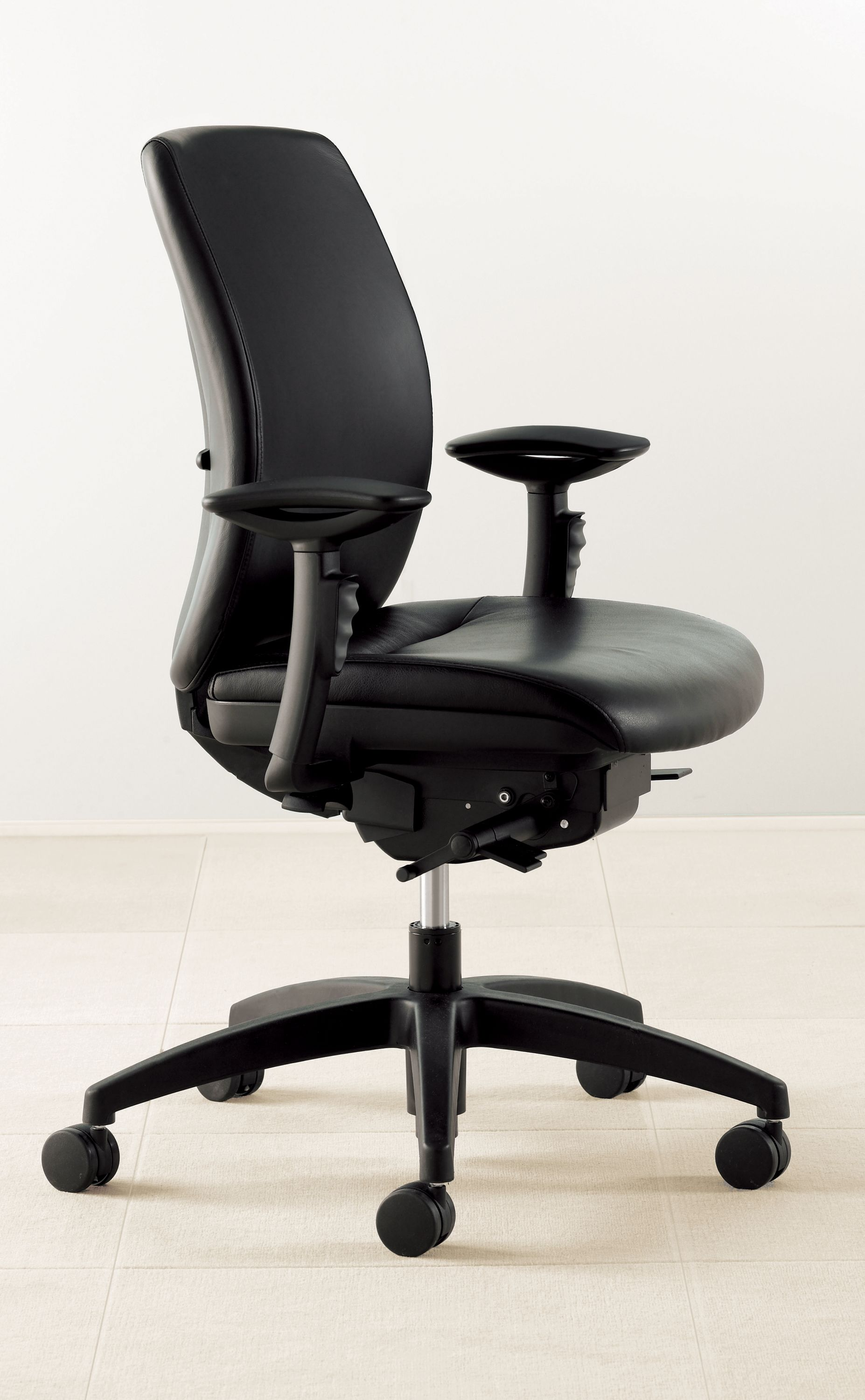 Amicus – Synchro Tilt Task Chair – Resources Beta